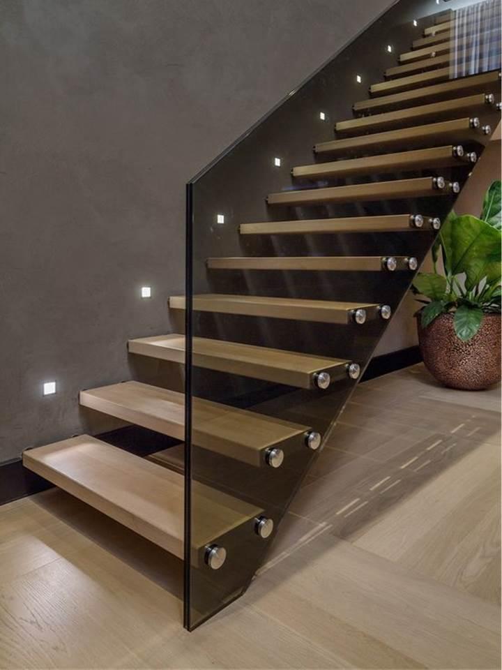 Koka kāpnes ar tonētiem stikliem