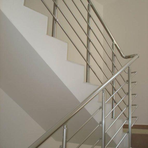 Skaistas metāla margas kāpnēm