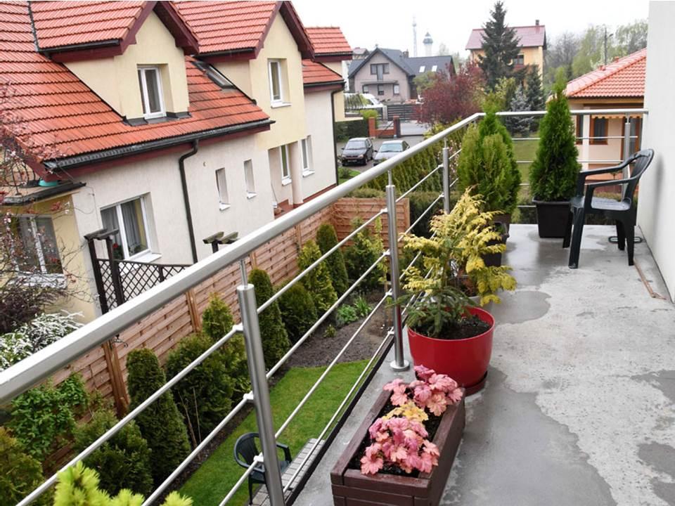 Balkona margas ar šķērsstieņiem