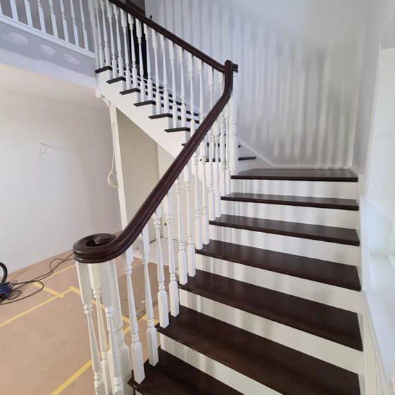 Vecā dizaina kāpnes ar virpotiem reliņiem. Projkets Zviedrijā 5